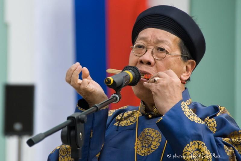 """""""Vua muỗng"""" Trần Quang Hải trao tặng tư liệu âm nhạc cho nước nhà"""