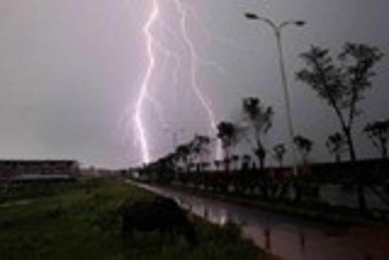Cảnh báo mưa dông diện rộng, tố, lốc, mưa đá