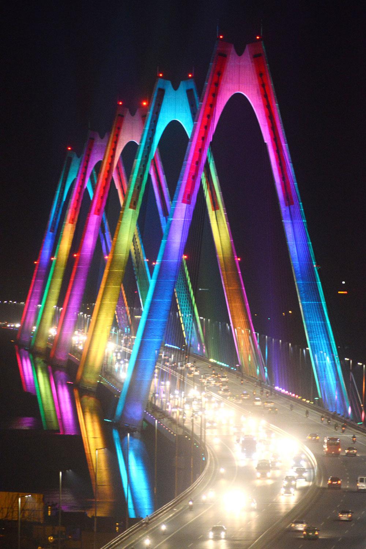 Hệ thống chiếu sáng cầu Nhật Tân – Điểm nhấn mới của Hà Nội
