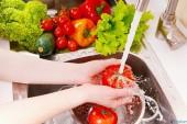 Cách phòng tránh ngộ độc thực phẩm mùa hè các bà nội trợ nên nhớ