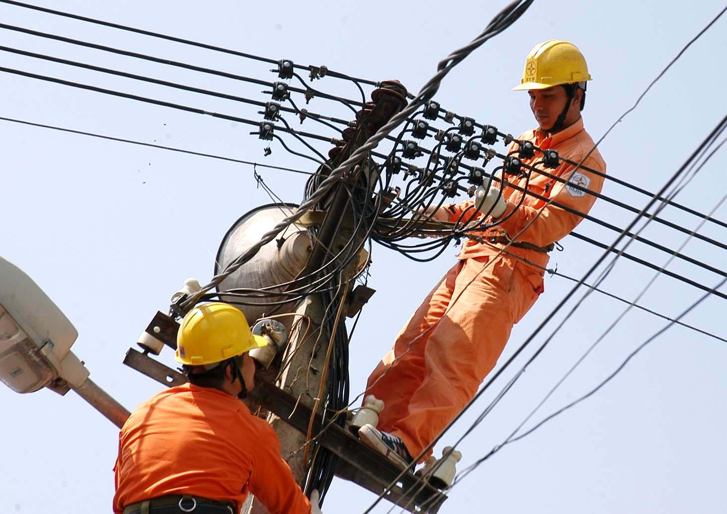 Thủ tướng chỉ đạo chưa xem xét tăng giá điện