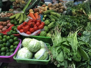 Hà Nội: Nắng nóng đỉnh điểm, giá rau xanh và hoa quả giải nhiệt tăng vọt