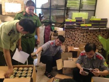 Niêm phong 1,1 tấn nguyên liệu ô mai không bảo đảm an toàn thực phẩm