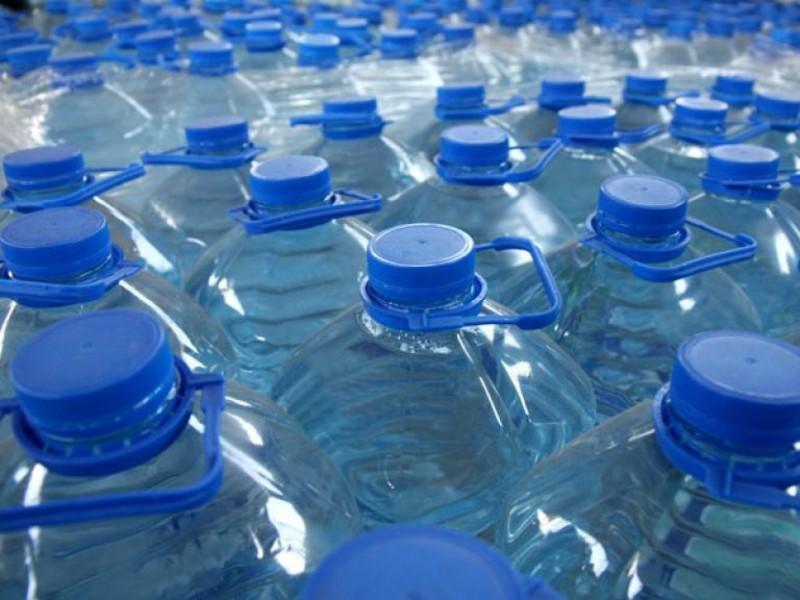 Phạt 13 cơ sở sản xuất nước uống đóng chai và nước đá dùng liền gần 100 triệu đồng