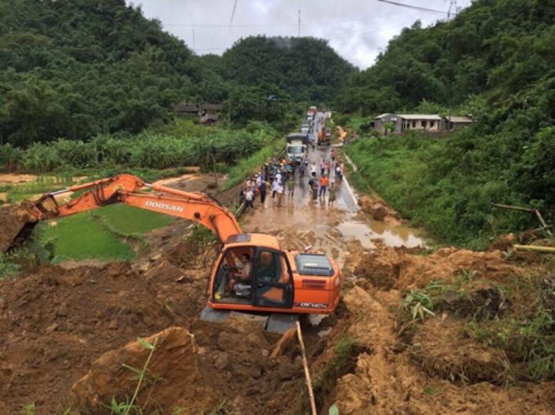 8 người thương vong, mất tích do mưa lũ, sạt lở đất