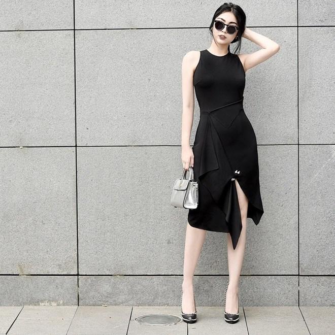Những quý cô thời trang trổ tài mix đồ đen cực kỳ ấn tượng