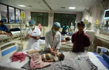 Hàng chục trẻ sơ sinh tại Ấn Độ tử vong do thiếu bình thở ôxy