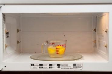 Những công dụng làm sạch ít ai ngờ tới của nước sôi