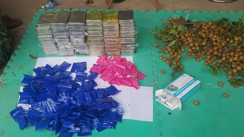 Lật tẩy thủ đoạn giấu 59 bánh heroin và hàng nghìn viên ma túy dưới thùng nhãn