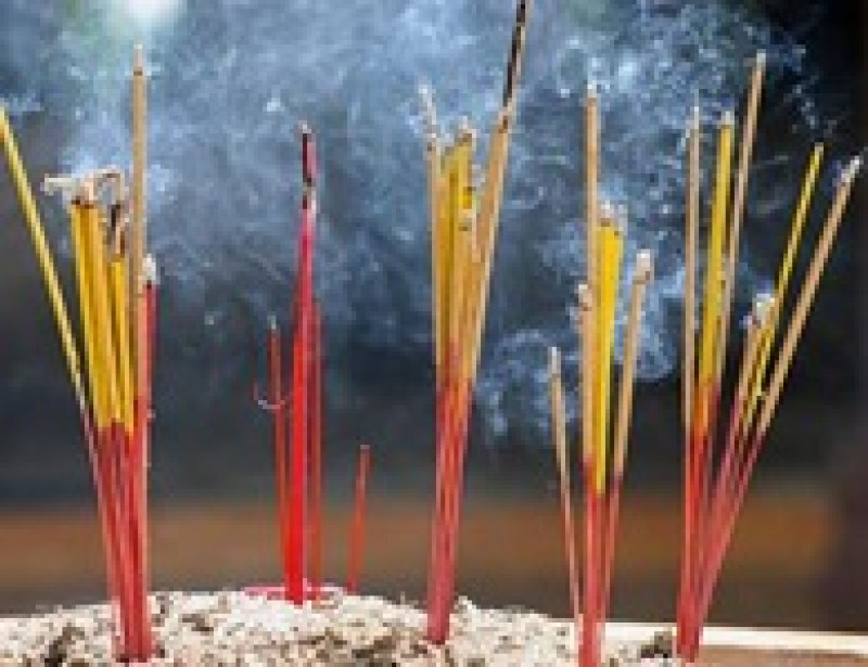 5 tác hại khi hít khói nhang