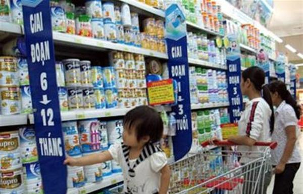 Hà Nội kiểm soát nghiêm đăng ký, quản lý giá sữa cho trẻ em dưới 6 tuổi