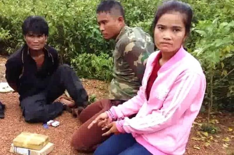 Bắt giữ 5 đối tượng người Lào vận chuyển 12.000 viên ma túy tổng hợp