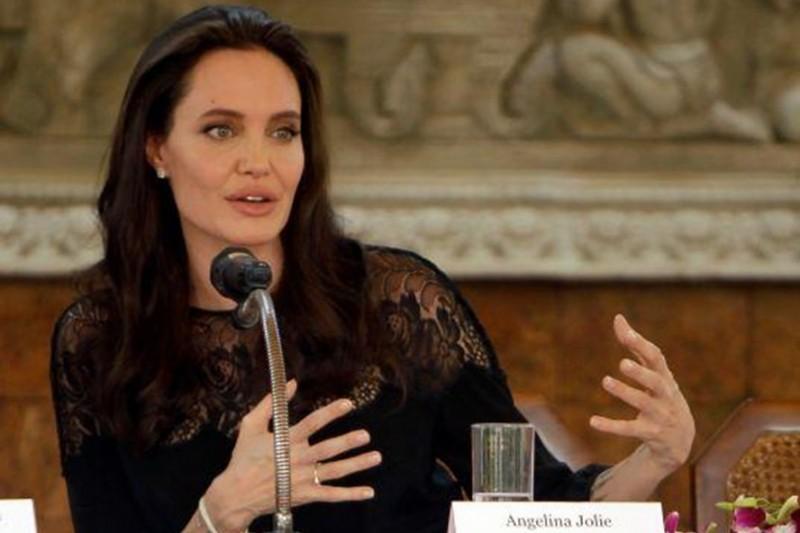 Angelina Jolie thừa nhận 'thật là khó khăn' sau khi chia tay Brad Pitt