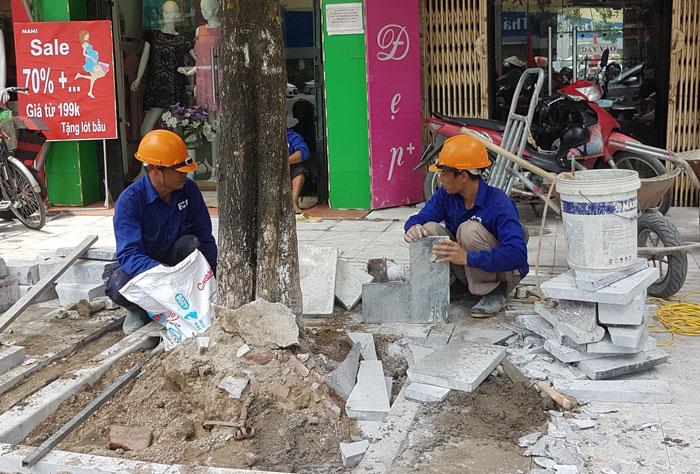 Lát vỉa hè bằng đá tự nhiên: Tăng hiệu quả kinh tế, hạn chế nạn đào đường
