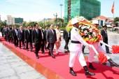 Đoàn đại biểu cấp cao Thành phố Hà Nội dâng hương tại Đài Hữu nghị Campuchia-Việt Nam