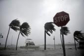 """Siêu bão """"quái vật"""" đổ bộ vào Mỹ, ít nhất 4 người chết"""
