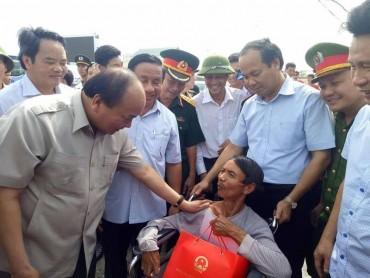 Thủ tướng Nguyễn Xuân Phúc chỉ đạo khắc phục hậu quả cơn bão số 10 tại Hà Tĩnh
