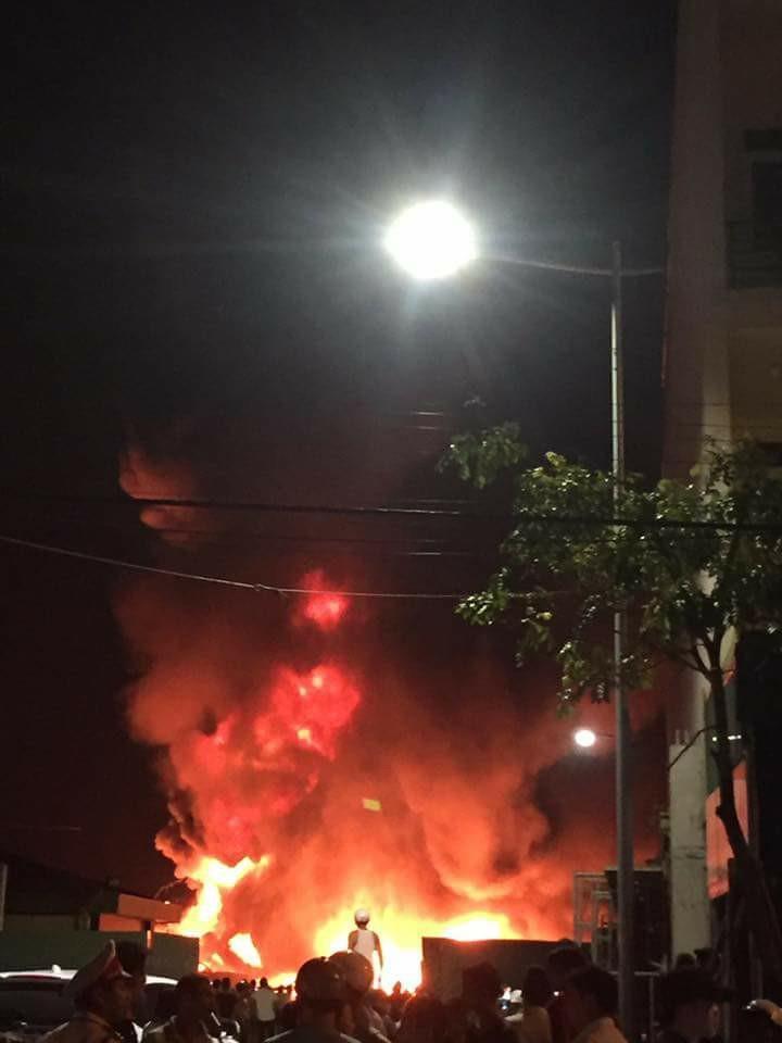 Hải Phòng: Cháy lớn tại Cty Nhựa Thiếu niên tiền phong
