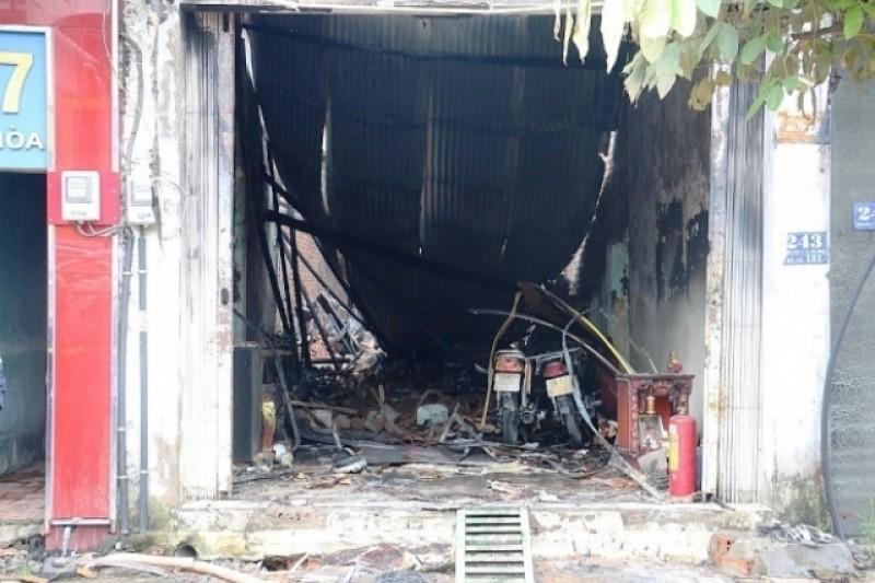 Dùng xăng pha sơn gây cháy khiến ba người thương vong