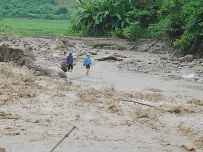 Mưa lớn tại Lào Cai gây thiệt hại nặng nề về nhà ở và hoa màu