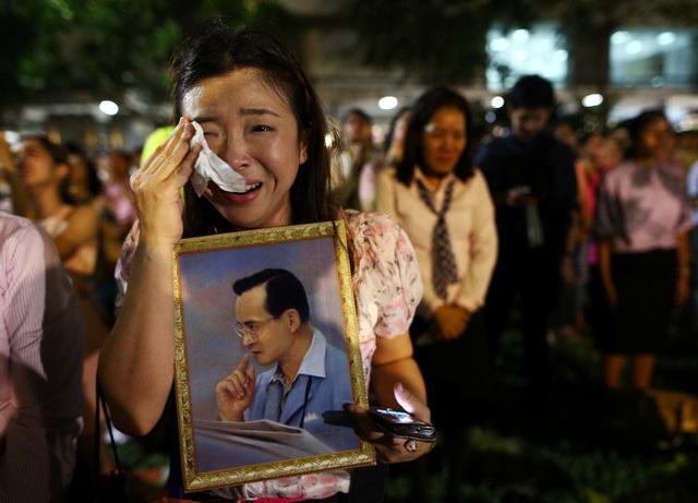 thai lan de tang quoc vuong adulyadej trong 1 nam