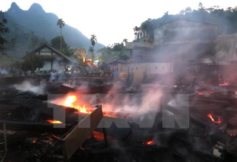 Hỏa hoạn thiêu rụi 11 nhà sàn làm từ gỗ quý của đồng bào dân tộc