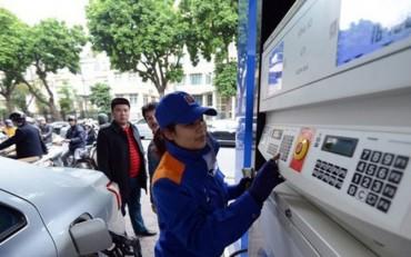 Giá xăng trong nước giảm, giá dầu lại tăng