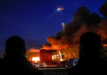Cháy chợ tại Moscow, hàng nghìn người sơ tán