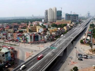 Hà Nội: Xử lý xe máy, xe 3 gác vô tư 'rong ruổi' ở đường trên cao
