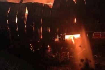 Cháy xưởng gỗ trong đêm, người dân hoảng hốt tháo chạy