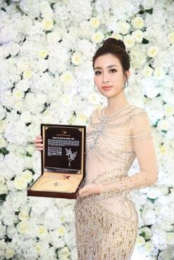 Những hình ảnh đầu tiên của Đỗ Mỹ Linh tại Miss World 2017