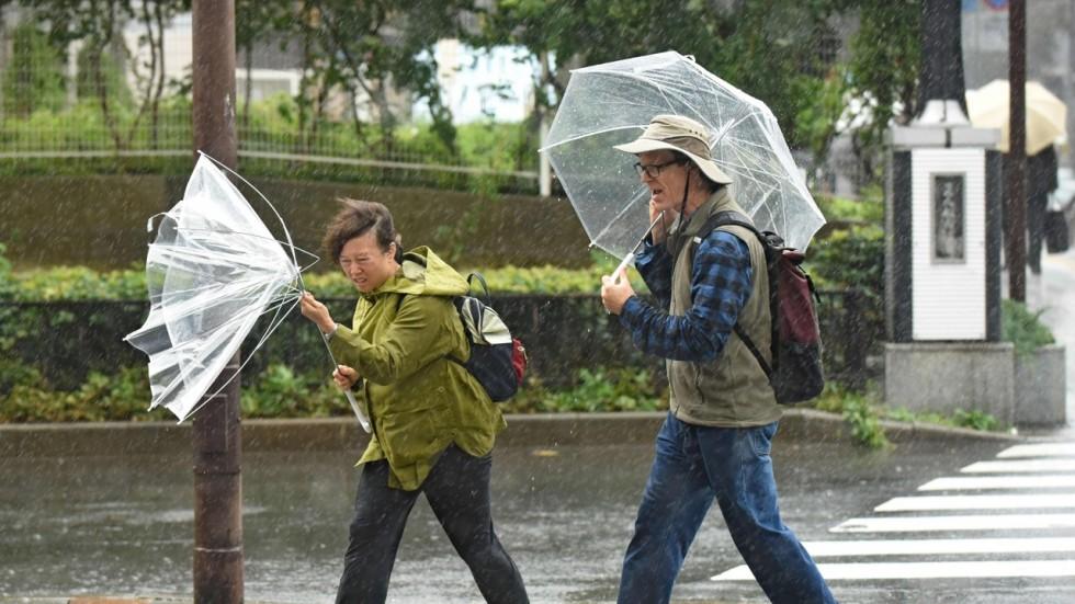 Siêu bão 'quái vật' Lan càn quét Nhật Bản, nhiều người thương vong