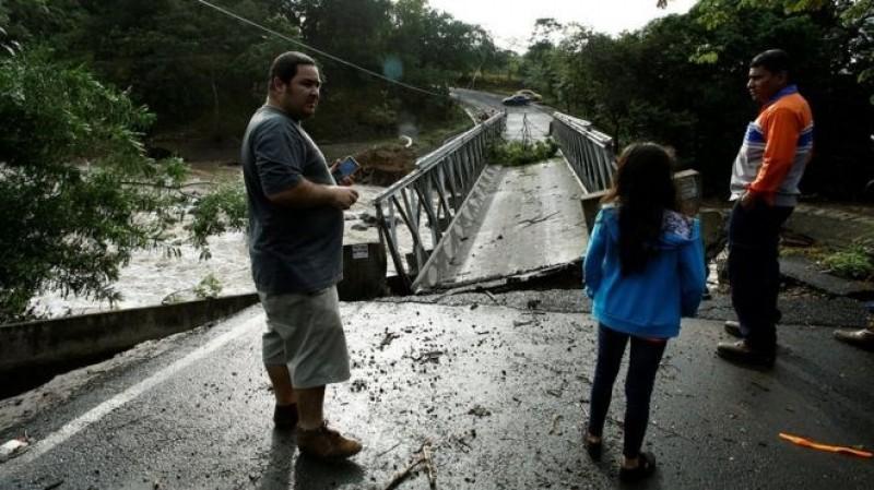 Siêu bão Otto đổ bộ vào Costa Rica, ít nhất 34 người thương vong
