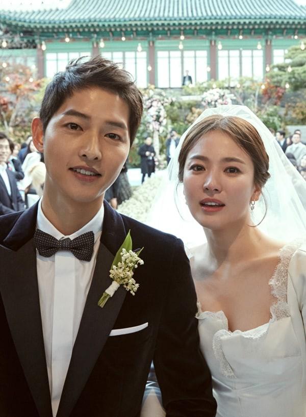Song Joong Ki và Song Hye Kyo tung ảnh cưới sau hôn lễ
