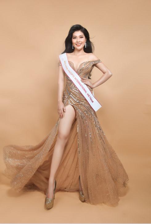 Vương Thanh Tuyền lên đường đi thi Hoa hậu châu Á Thái Bình Dương