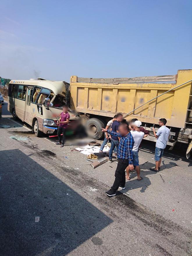Hà Nội: Xe khách tông xe ben khiến tài xế tử vong, nhiều hành khách bị thương