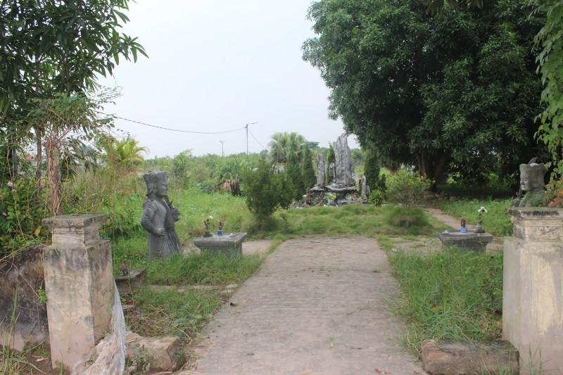Di tích Lăng đá Quận Vân đang xuống cấp