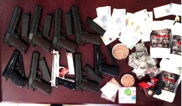 Bắt một nam thanh niên buôn bán hàng trăm khẩu súng