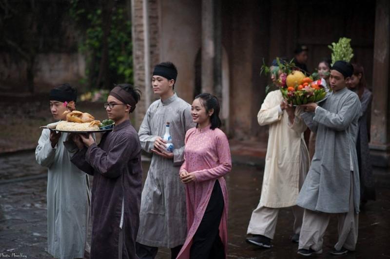 Tôn vinh áo dài nam truyền thống