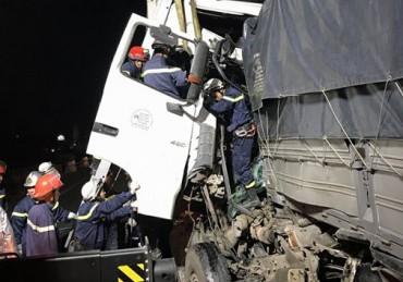 Ô tô đâm dồn toa trên cao tốc Pháp Vân - Cầu Giẽ, 2 người tử vong tại chỗ