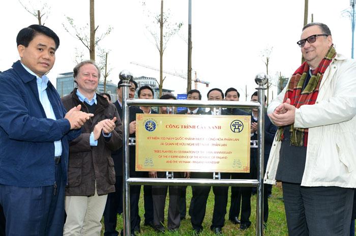 Hà Nội: Trồng 100 cây chào mừng 100 năm Quốc khánh nước Cộng hòa Phần Lan