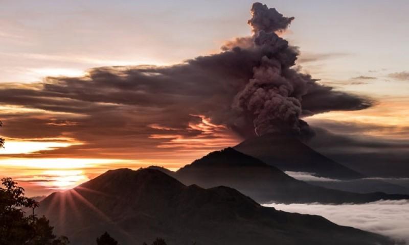 Indonesia nâng báo động núi lửa ở Bali lên mức cao nhất