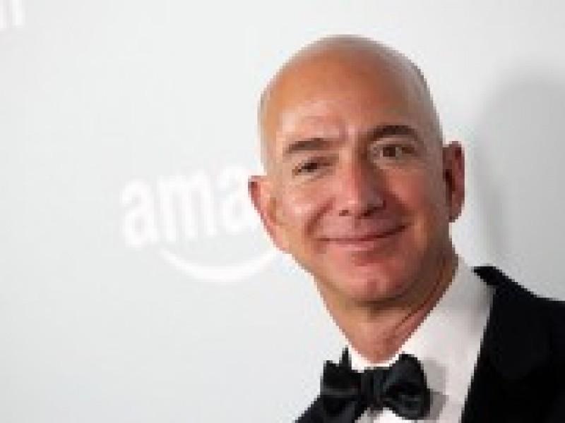 'Ông trùm' Amazon thành người giàu nhất thế giới nhờ Black Friday