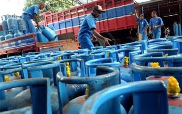 Giá gas giảm 2.500 đồng/bình 12kg
