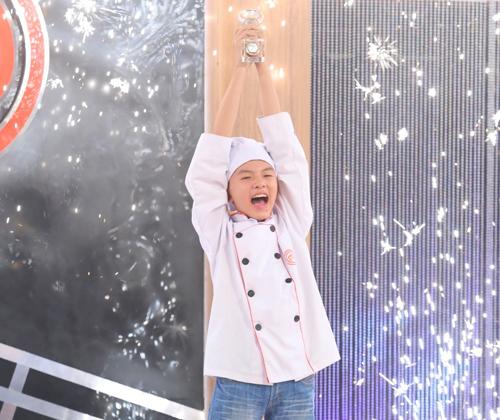Thanh Hải xuất sắc giành ngôi vị quán quân Vua đầu bếp nhí mùa đầu tiên