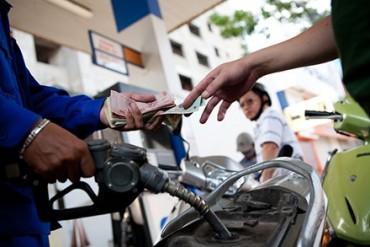 Giá dầu diesel tăng 150 đồng/lít, xăng giữ nguyên
