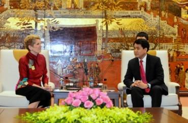 Chủ tịch UBND TP Nguyễn Đức Chung tiếp Thủ hiến tỉnh bang Ontario (Canada)