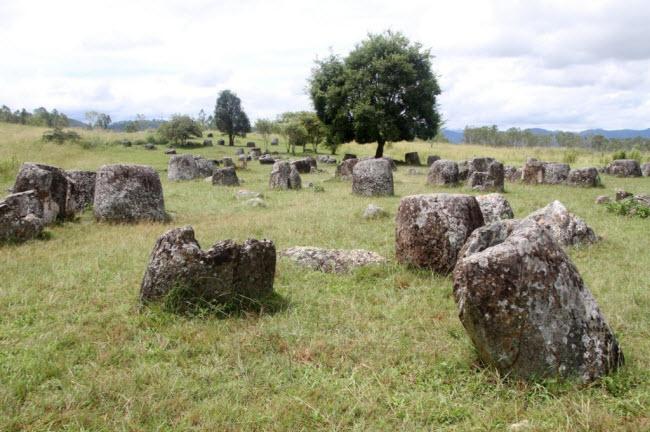 Bí ẩn chưa lời giải về cánh đồng có hàng nghìn chiếc chum đá cổ