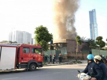 Hà Nội: Cháy dữ dội tại khu nhà tạm, 1 người tử vong