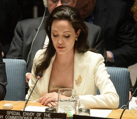 Hình ảnh xinh đẹp của nữ diễn viên Hollywood trên ghế đại biểu LHQ.